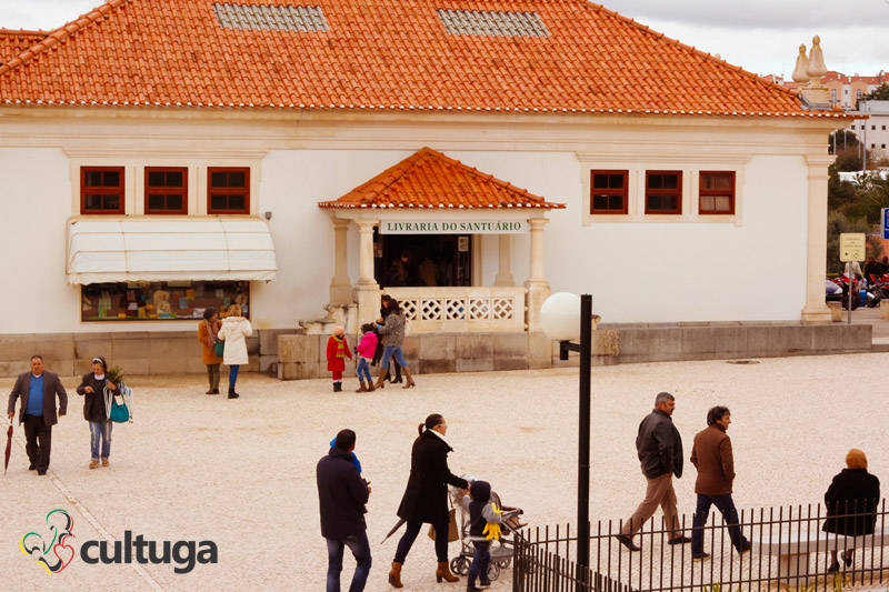 O que fazer em Fátima: lojas para comprar livros no Santuário de Fátima, em Portugal