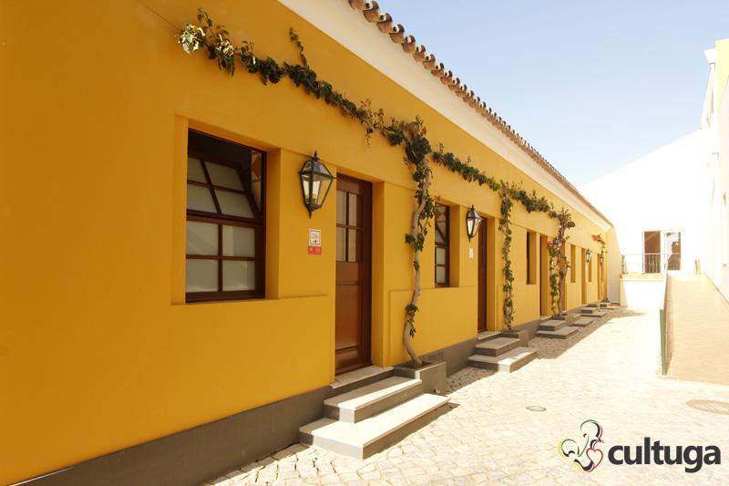 No Vila Galé Albacora, as antigas casas dos pescadores foram transformadas em quartos