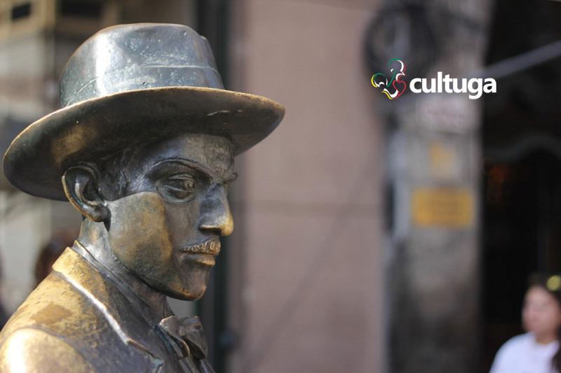estatua fernando pessoa lisboa portugal