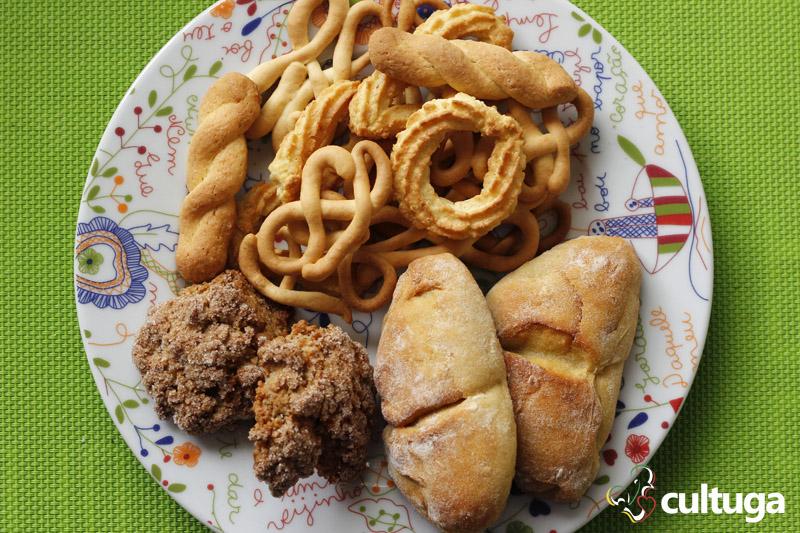 Bolachinhas caseiras, broas de batata doce e bolo de noz que levei para casa da Pastelaria LuziClara