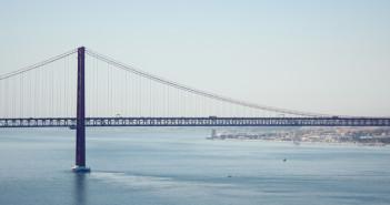 Passeio de barco no rio Tejo em Lisboa