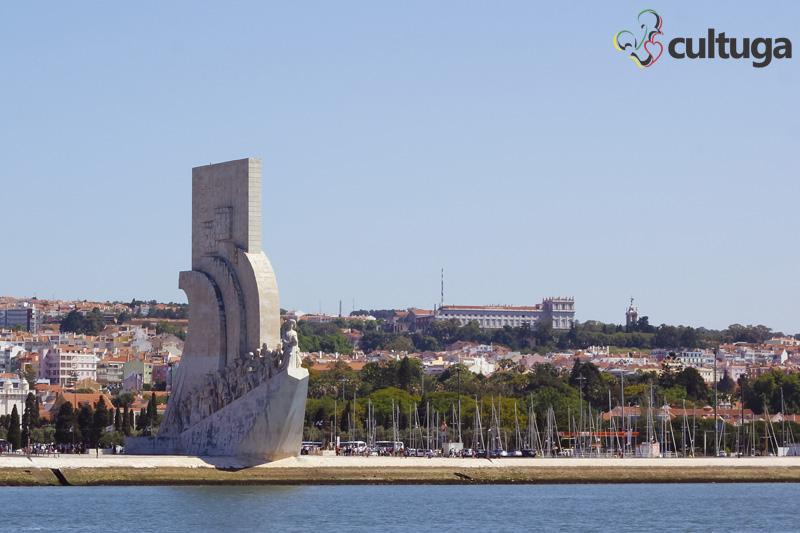 Passeio de barco pelo rio Tejo em Lisboa