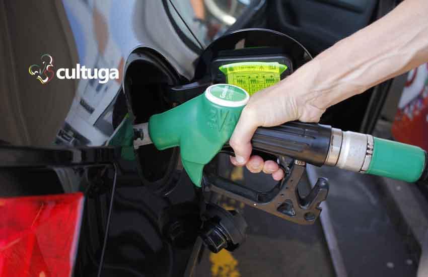 Colocar combustível no carro alugado em Portugal