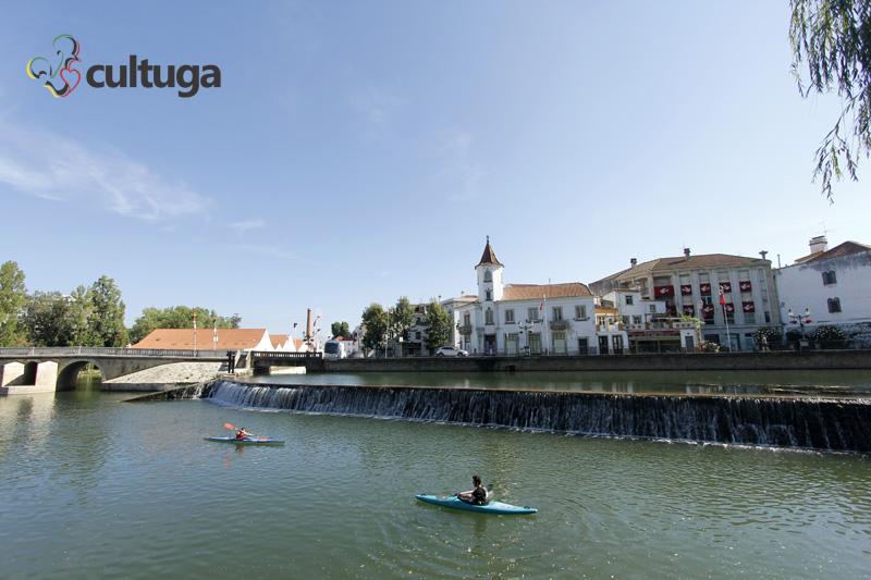 Verão em Portugal: centro histórico de Tomar