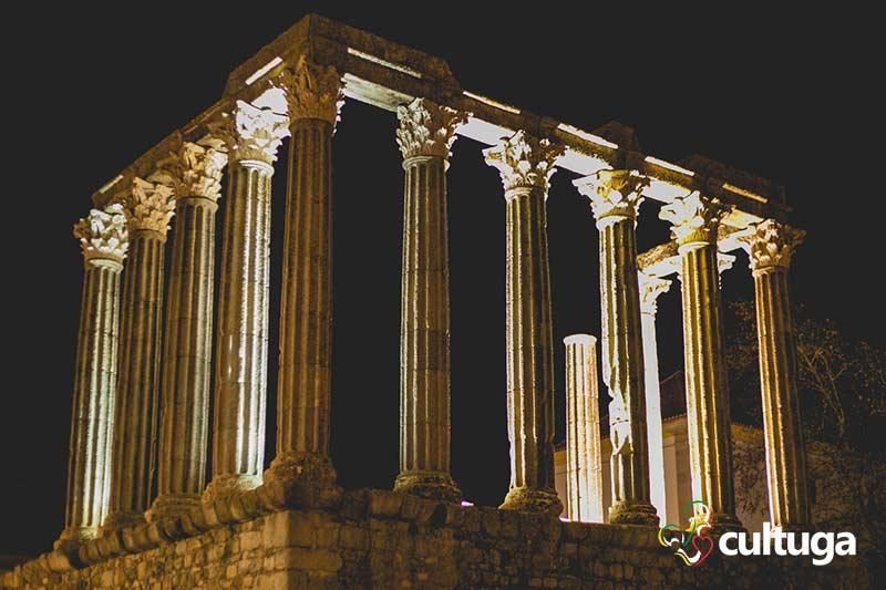 Templo romano de Évora a noite