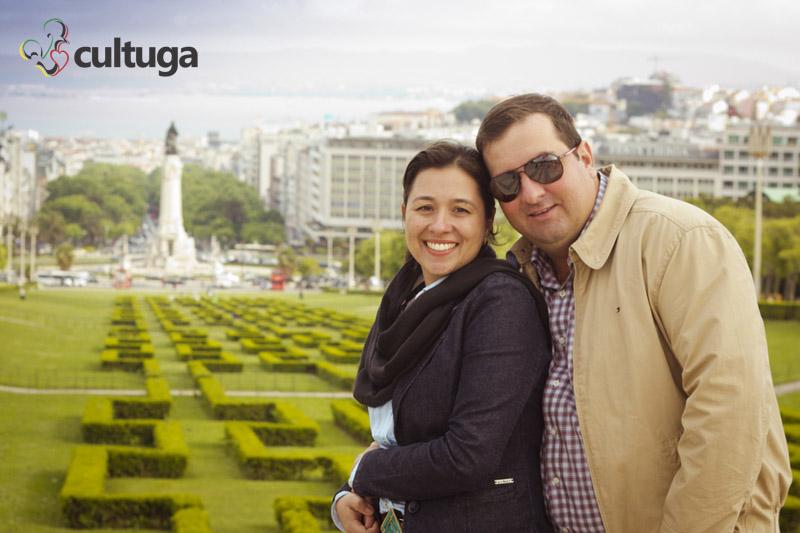 O Parque Eduardo VII, em Lisboa, foi o escolhido para essa sessão fotográfica em casal