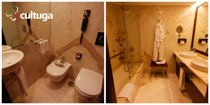 Banheiro, ducha e banheira do hotel Porto Palácio