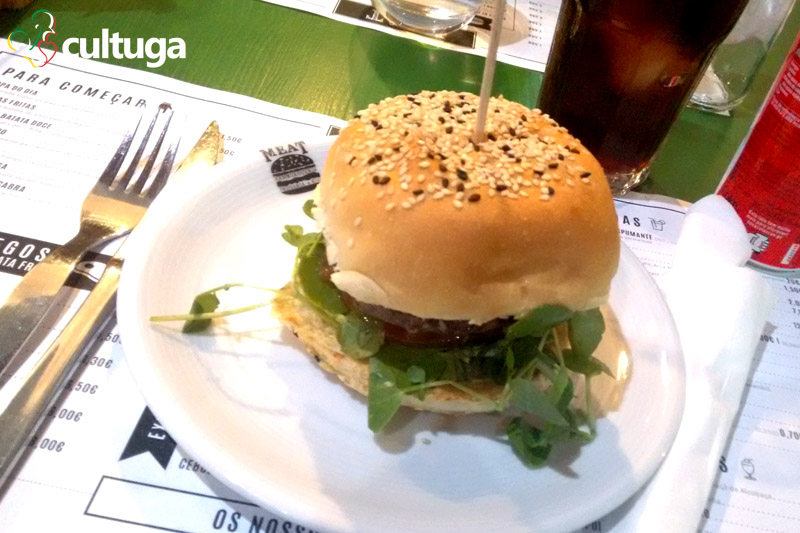 meat-hamburguer-onde-comer-em-alcobaca-cultuga