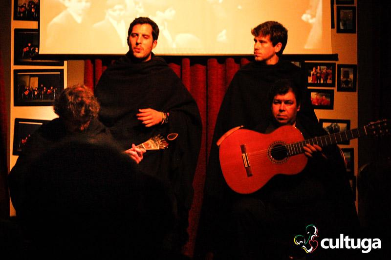 Músicos do Fado ao Centro durante a apresentação