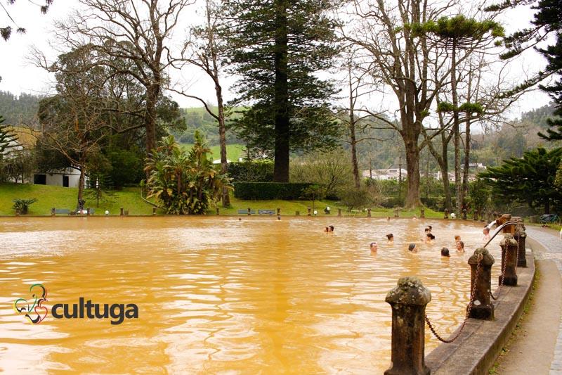 banhos-quentes-aguas-termais-parque-terra-nostra-acores-sao-miguel-cultuga