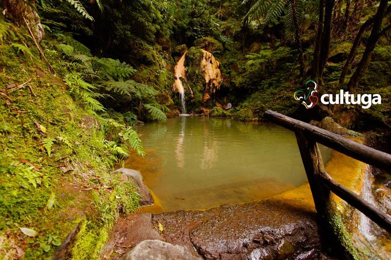 Caldeira Velha: banhos quentes e termais nos Açores