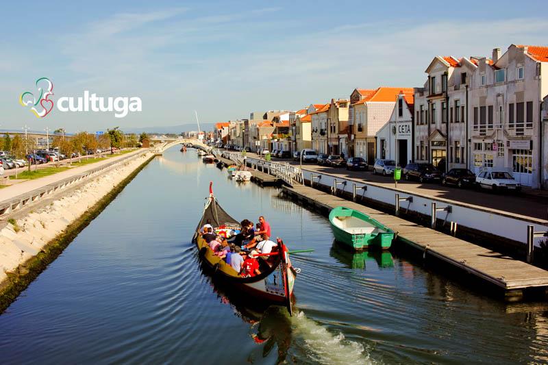 Roteiro em Aveiro - Portugal: andar de barco moliceiro