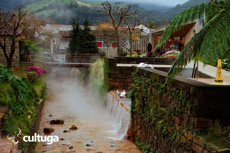 Poça Dona Beija: banhos quentes e termais nos Açores