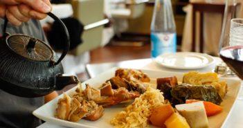 Açores: como é feito e onde comer o famoso cozido das Furnas?