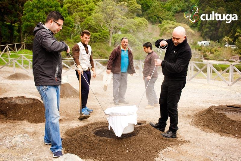 Local em que é feito o cozido das furnas na Ilha de São Miguel Açores