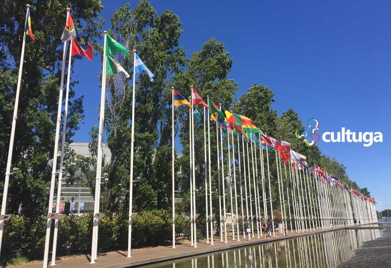 Bandeiras de diversos países no Parque das Nações, em Lisboa