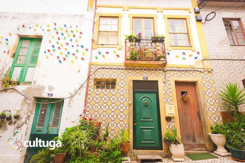 Roteiro em Águeda: ruas com sombrinhas coloridas