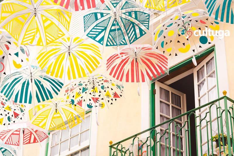O que fazer em Águeda: roteiro das ruas com guarda-chuvas coloridos