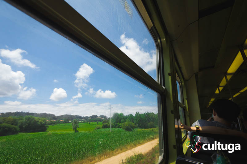 Trem de Aveiro a Águeda, em Portugal