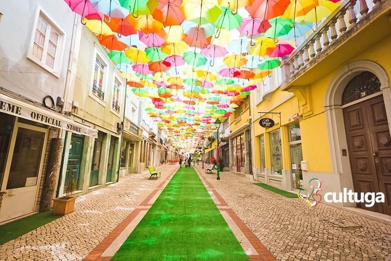 Águeda, a cidade dos guarda-chuvas coloridos em Portugal