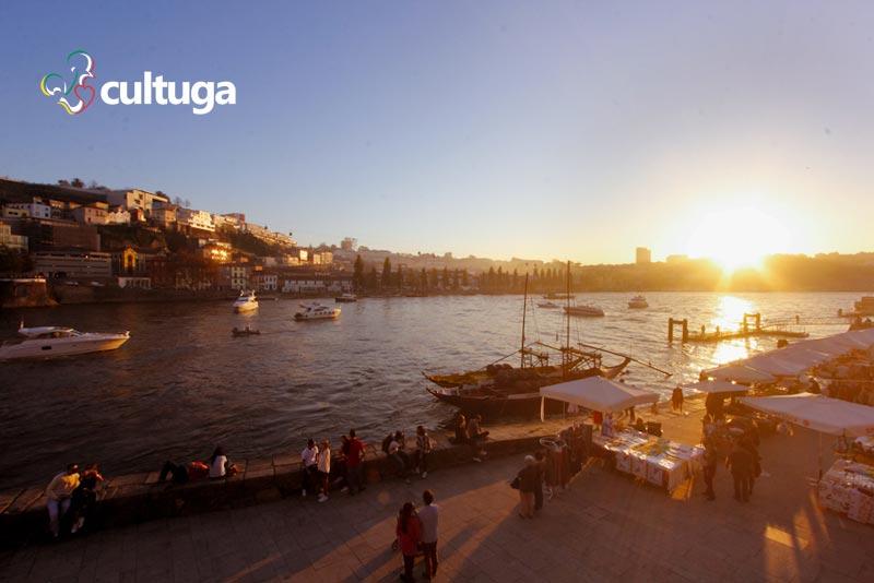 Pôr-do-sol no Rio Douro, no Porto, Portugal