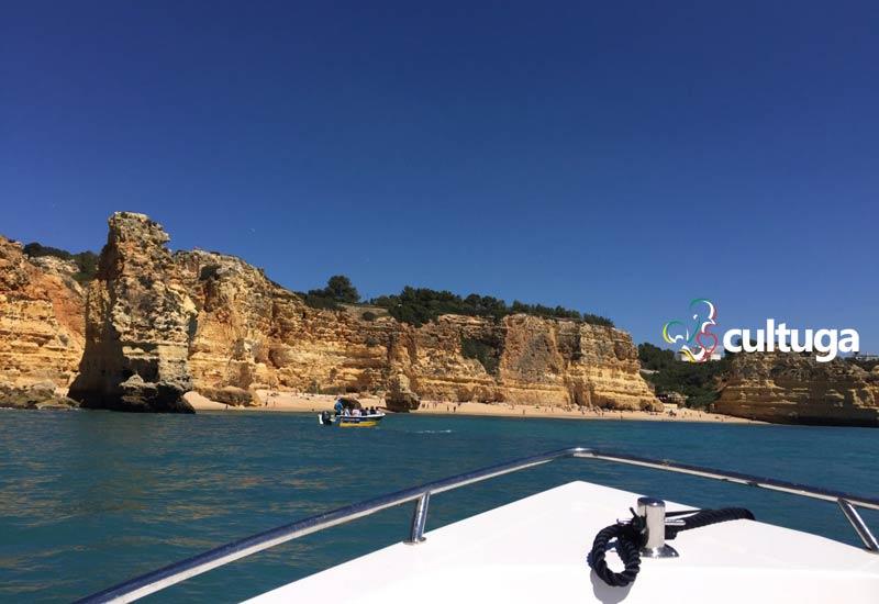 Passeio de barco no Algar de Benagil, Algarve