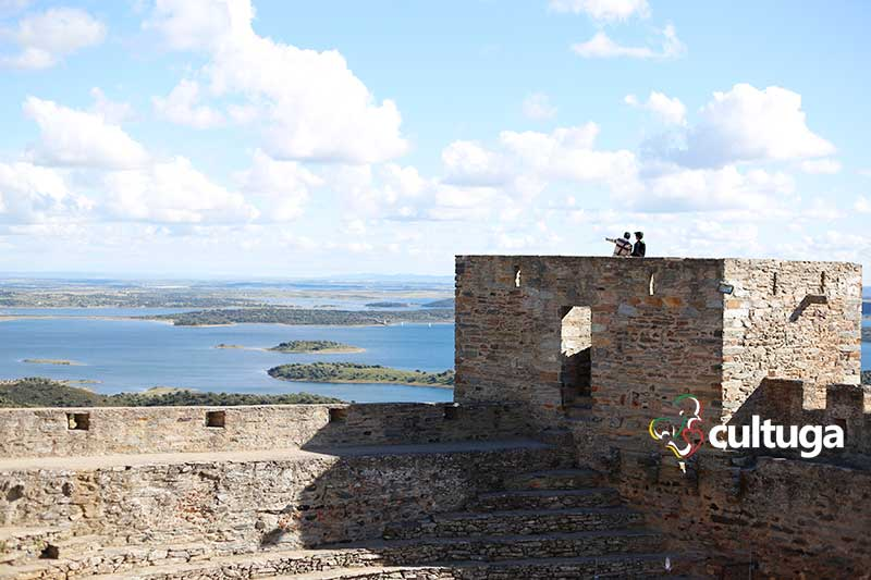 Castelo de Monsaraz, no Alentejo Portugal