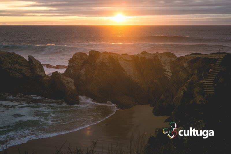 Pôr-do-sol na Praia dos Buizinhos, em Porto Covo