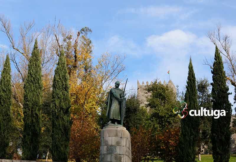estátua d Afonso Henriques rei de portugal