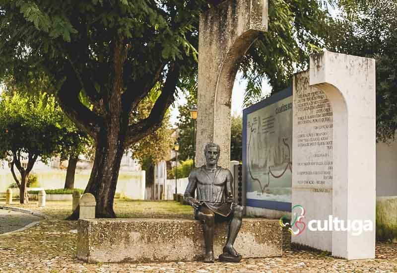 Estátua de Luís de Camões em Constância