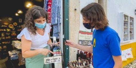Ginjinha de Óbidos: conheça boas histórias e saiba onde comprar este famoso licor artesanal